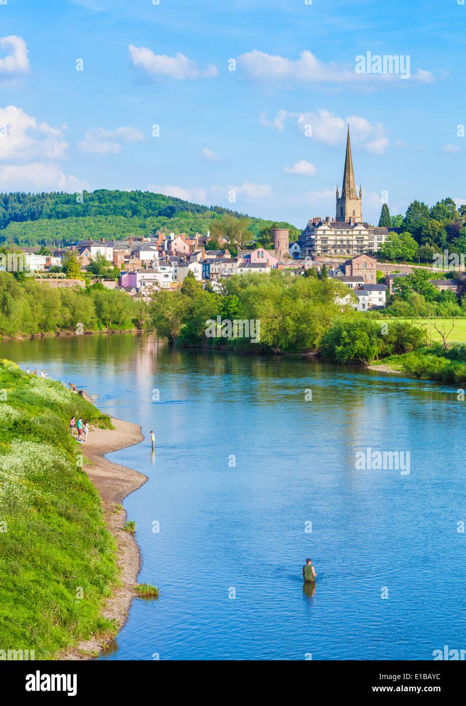 La pesca en el río Wye, Ross On Wye, Wye River Valley, Herefordshire, Inglaterra, Reino Unido, EU, Europa Foto de stock