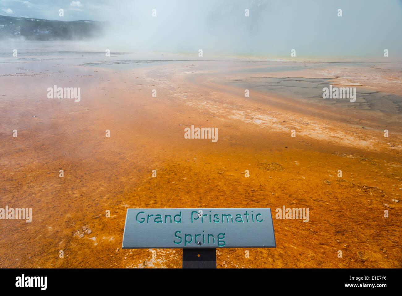 Signo de La Grand Prismatic Spring. El Parque Nacional Yellowstone, Wyoming, Estados Unidos. Foto de stock