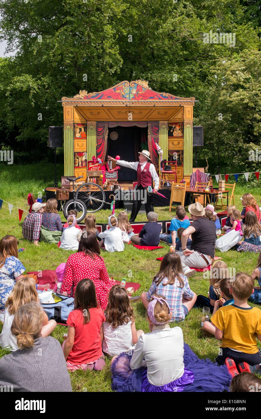 Viajar showman actuando en un show nostálgico. Wiltshire, Inglaterra Imagen De Stock