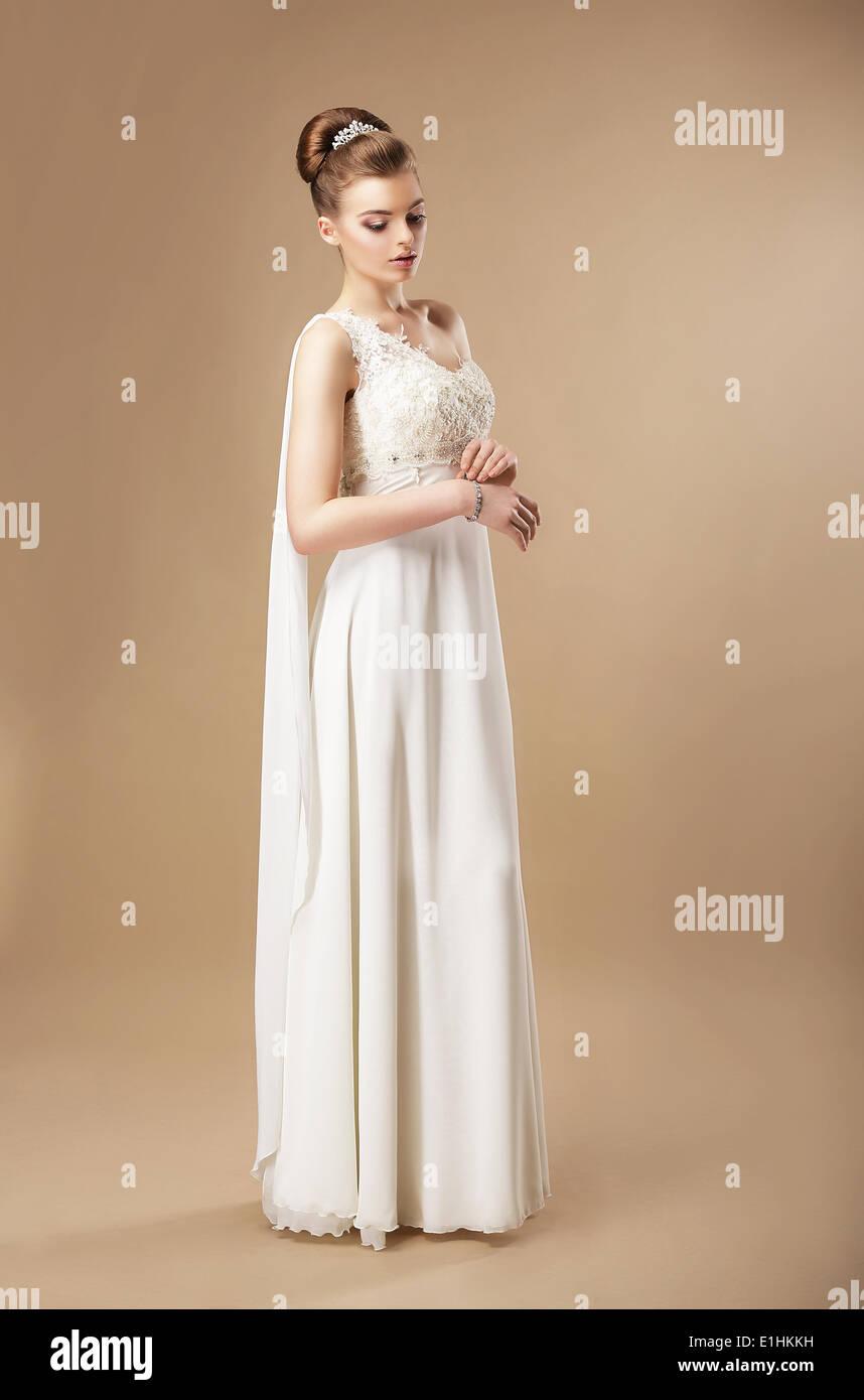 La simplicidad. Mujer elegante vestido sin mangas Imagen De Stock