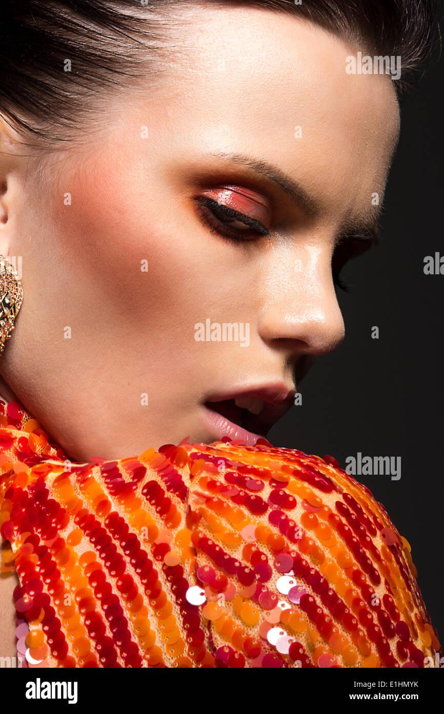 Hermosa mujer elegante retrato. Elegante vestido. Noche elegante componen Imagen De Stock