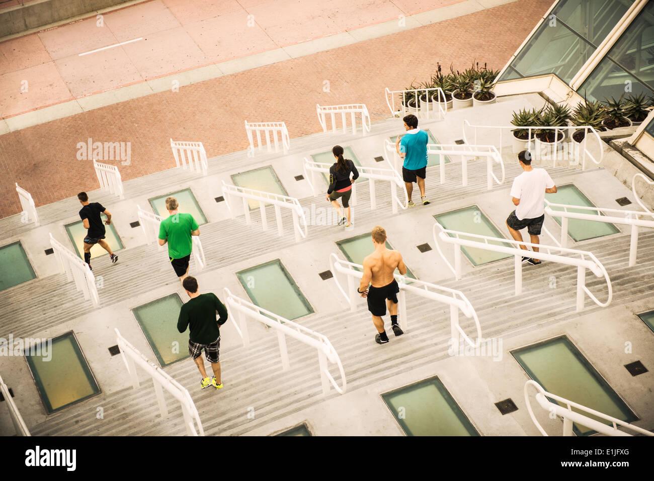 Grupo de corredores en el centro de convenciones de capacitación pasos Imagen De Stock