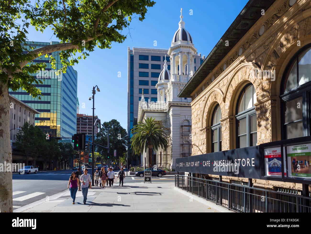 La Catedral y el Museo de Arte en Market Street en el centro de San José, Condado de Santa Clara, California, EE.UU. Imagen De Stock