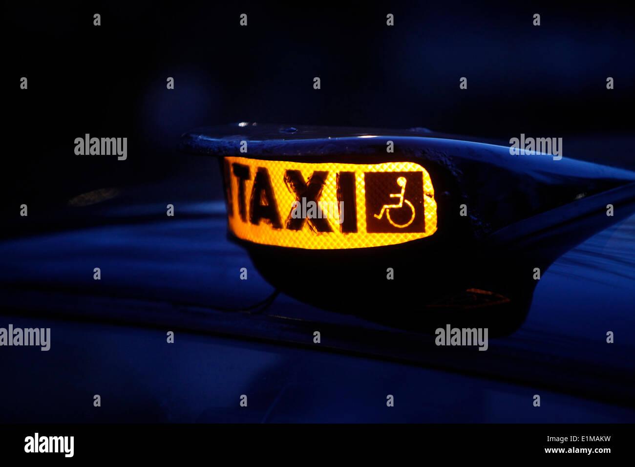 Signo de taxi de Londres Imagen De Stock