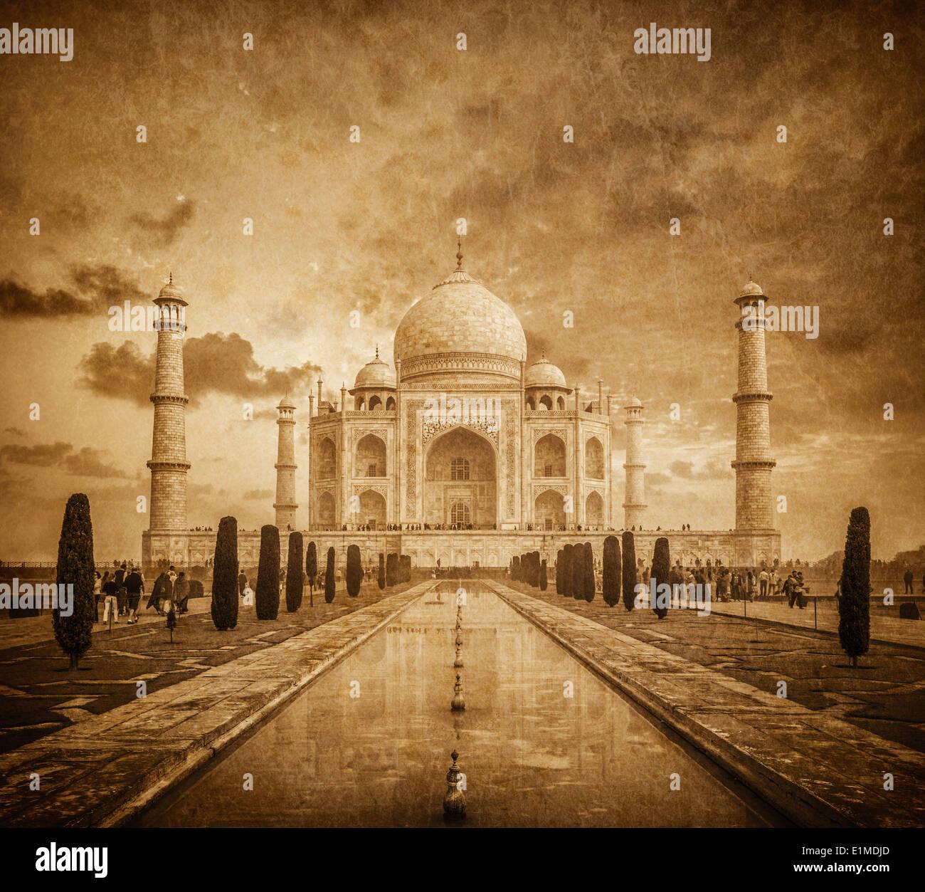 Taj Mahal imagen vintage. Símbolo indio - viajes de India de fondo. Agra, Uttar Pradesh, India Imagen De Stock