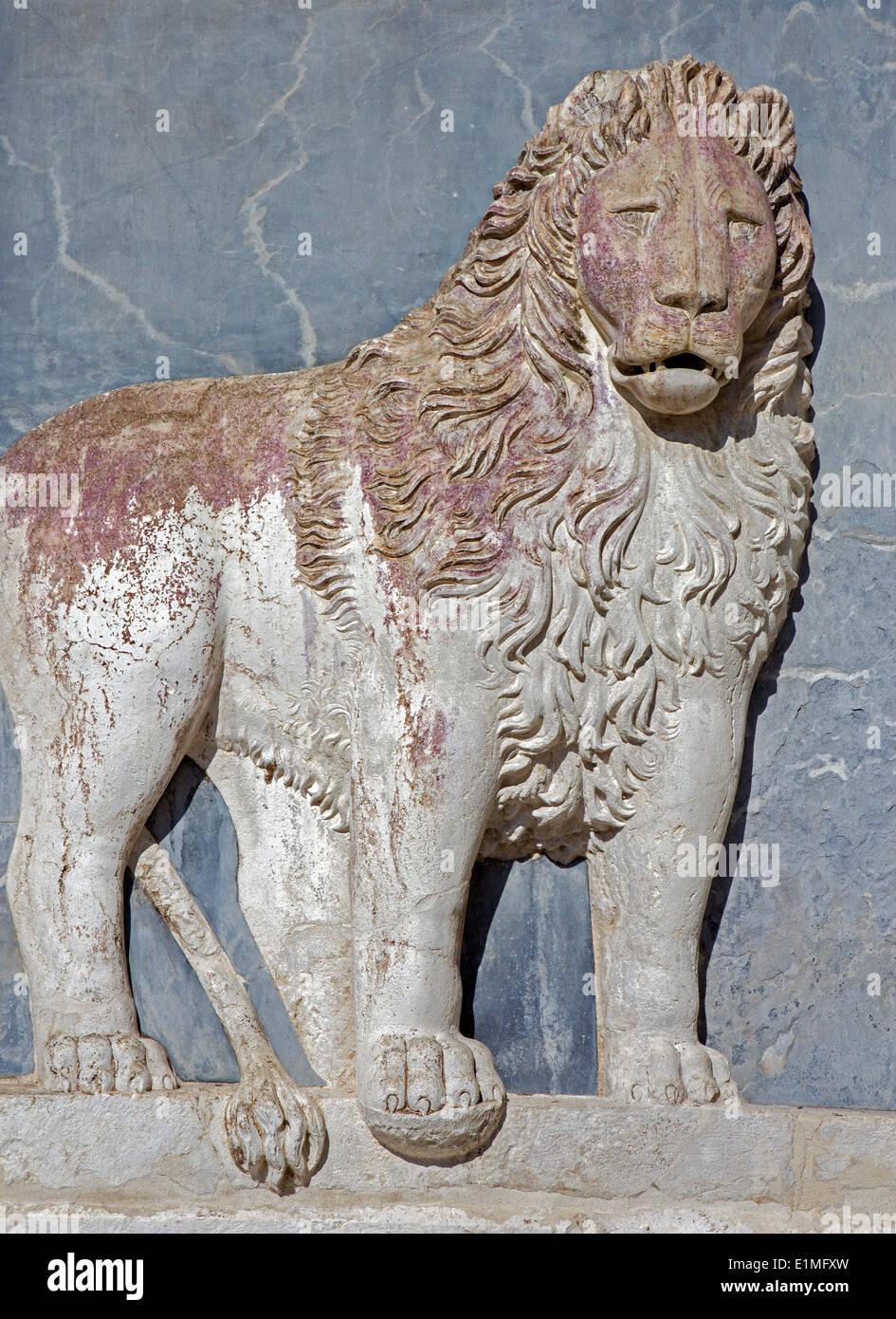 Venecia - Socorro de león en la fachada de la Scuola Grande di San Marco. Imagen De Stock