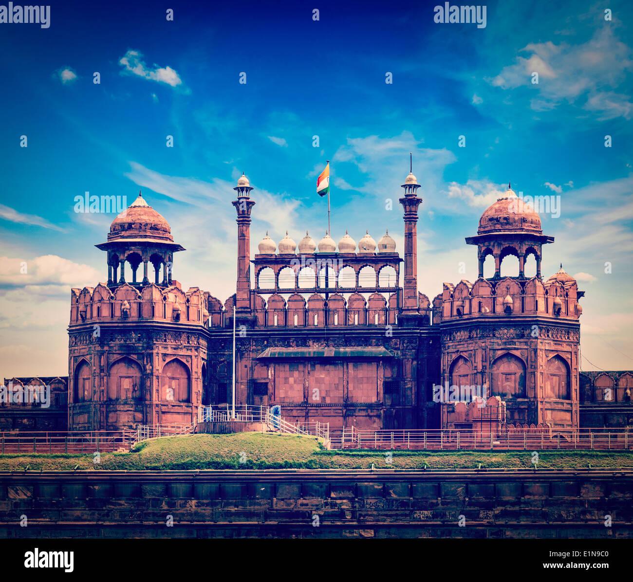 Vintage Retro estilo HIPSTER Viajes Viajes turismo imagen de la India de fondo - El Fuerte Rojo (Lal Qila) Delhi - Patrimonio de la Humanidad. Imagen De Stock