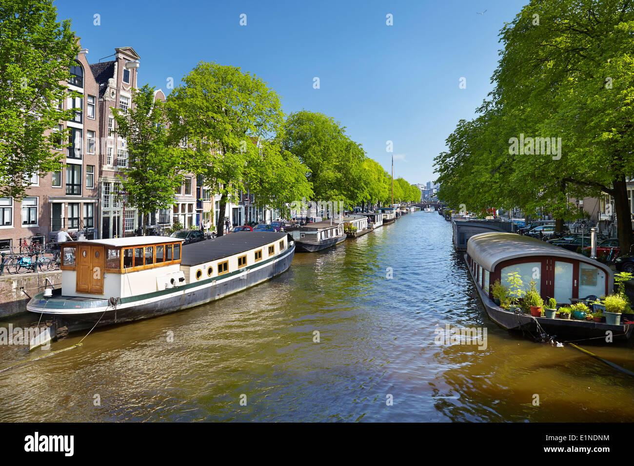 Barcaza en el barco, canal de Amsterdam - Holanda Holanda Imagen De Stock