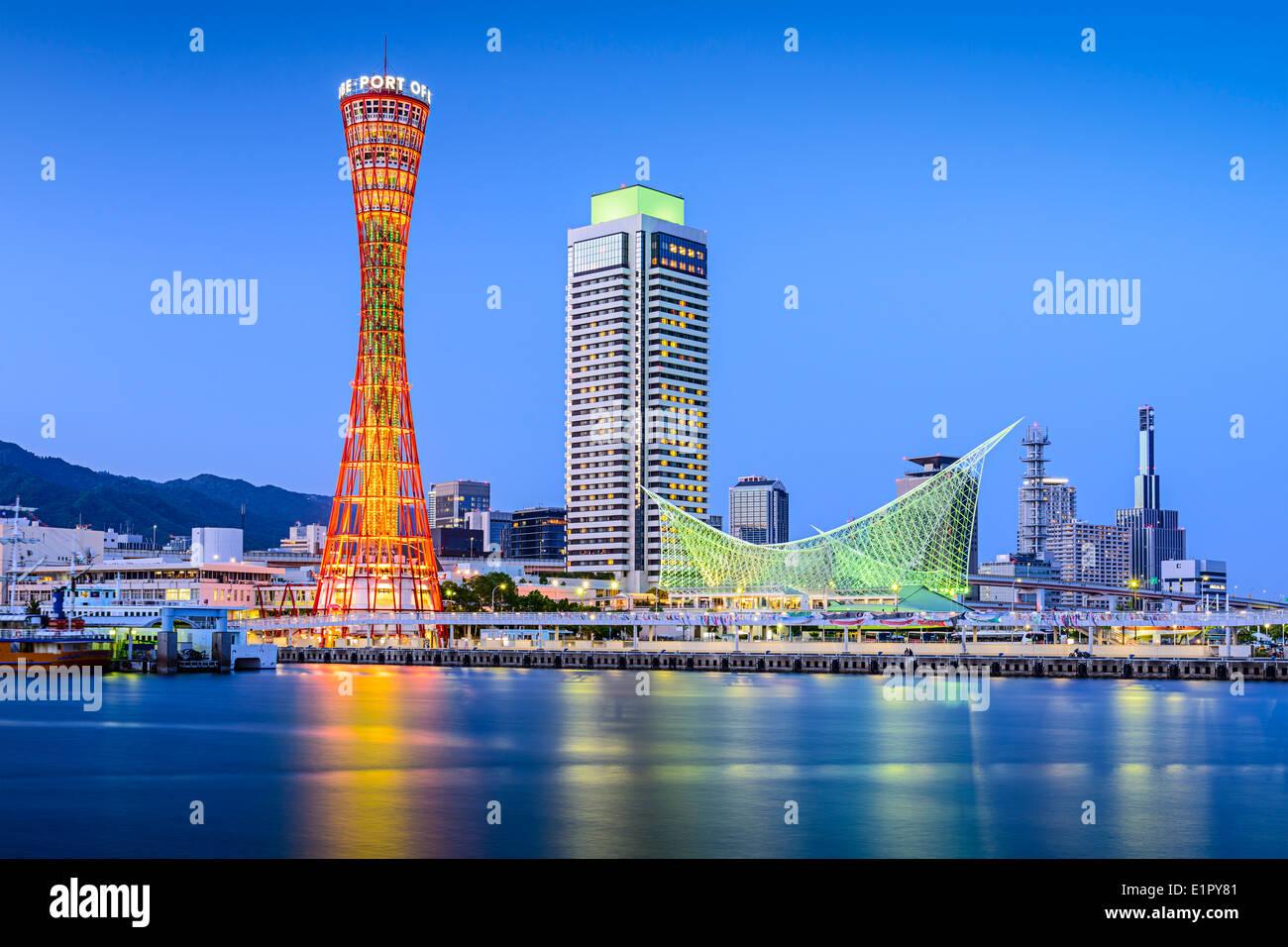Horizonte de Kobe, Japón en el puerto. Foto de stock