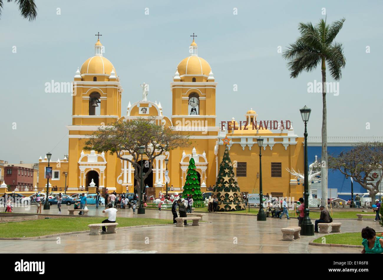 Feliz Navidad en la Catedral de Trujillo Peru Imagen De Stock