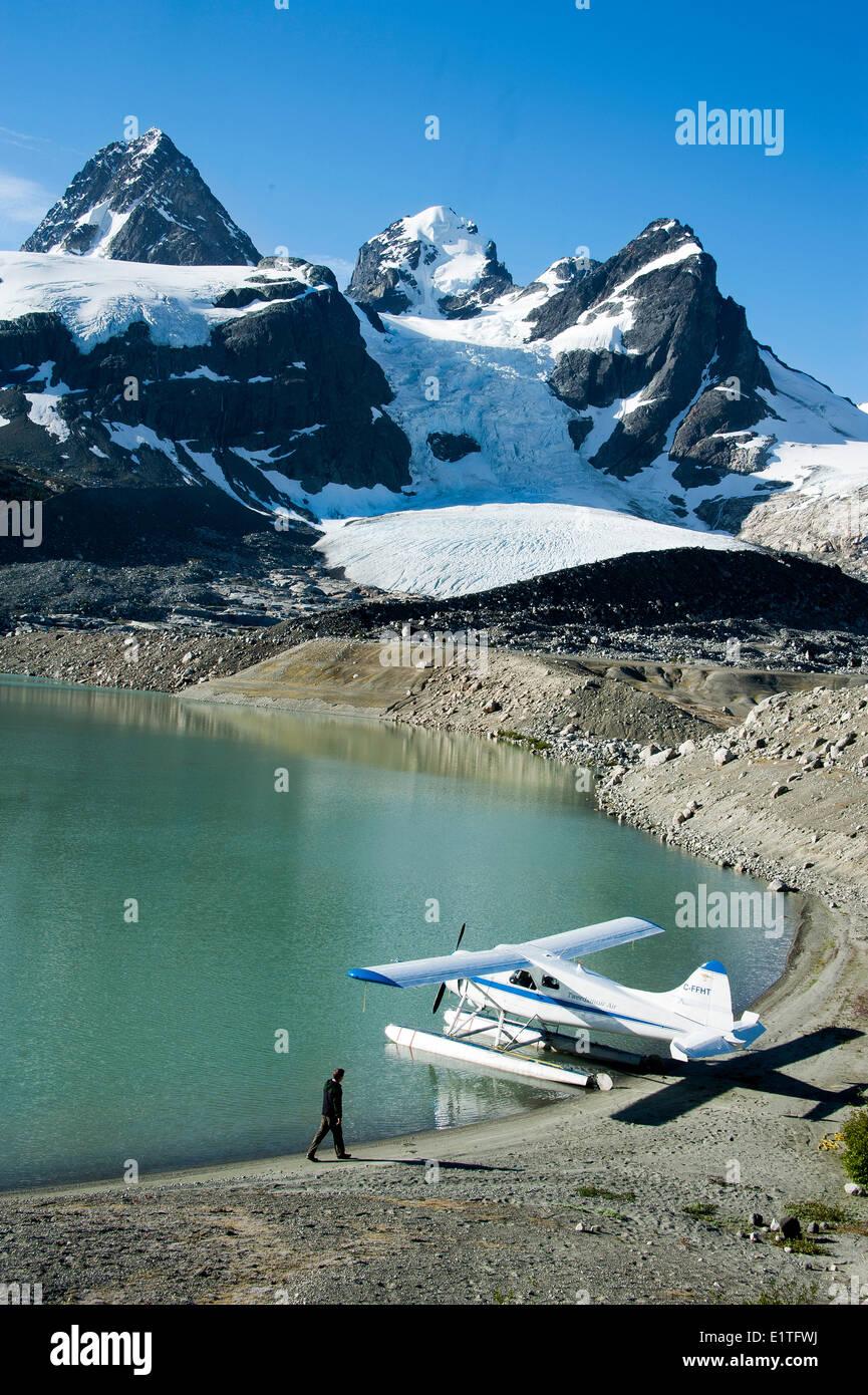 Fotografía aérea a través de las montañas de la costa de Columbia Británica, Canadá Imagen De Stock