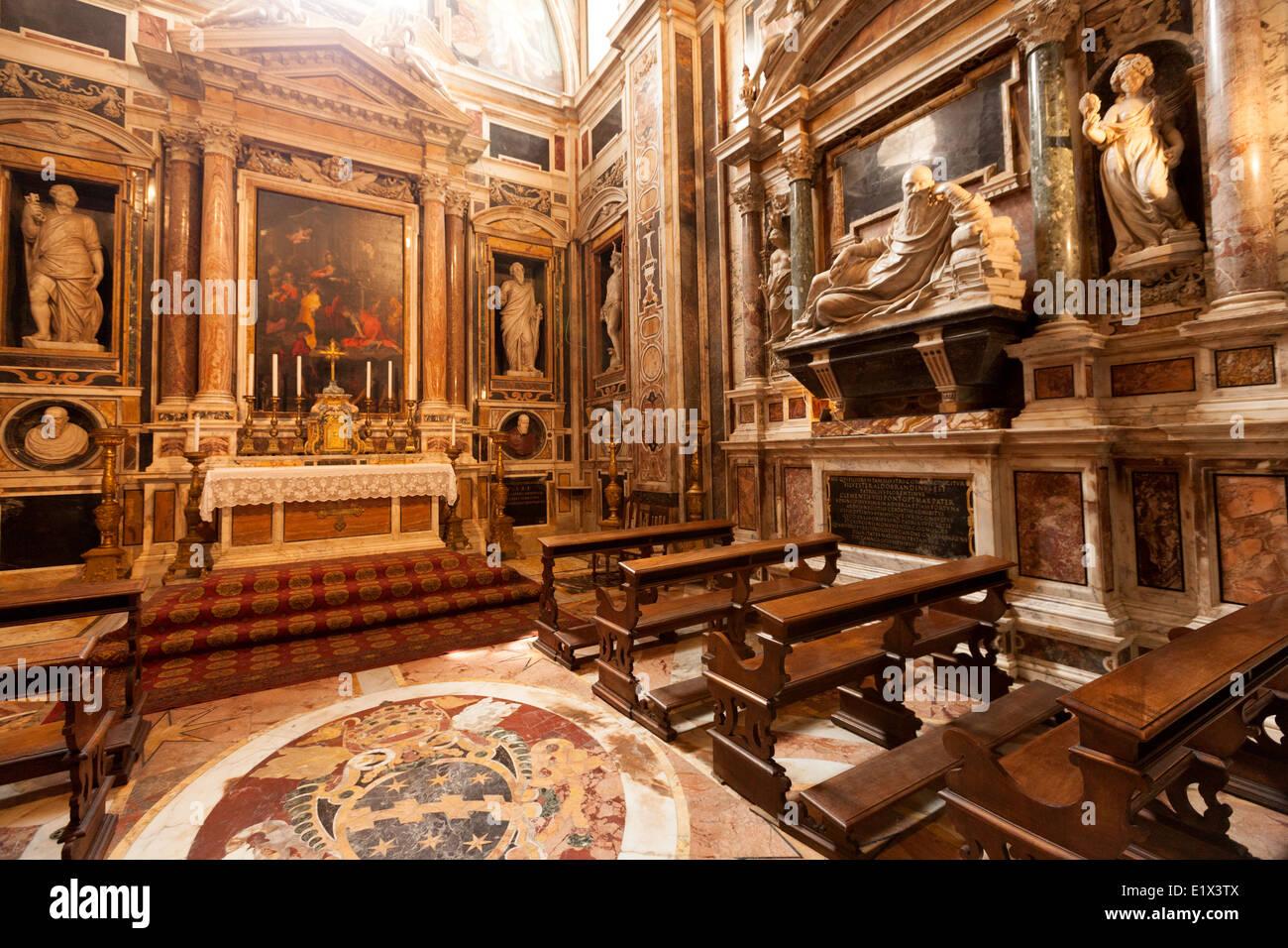 La Cappella Aldobrandini, o Capilla Aldobrandini, interior de la Iglesia de Santa Maria Sopra Minerva, Roma Italia Foto de stock