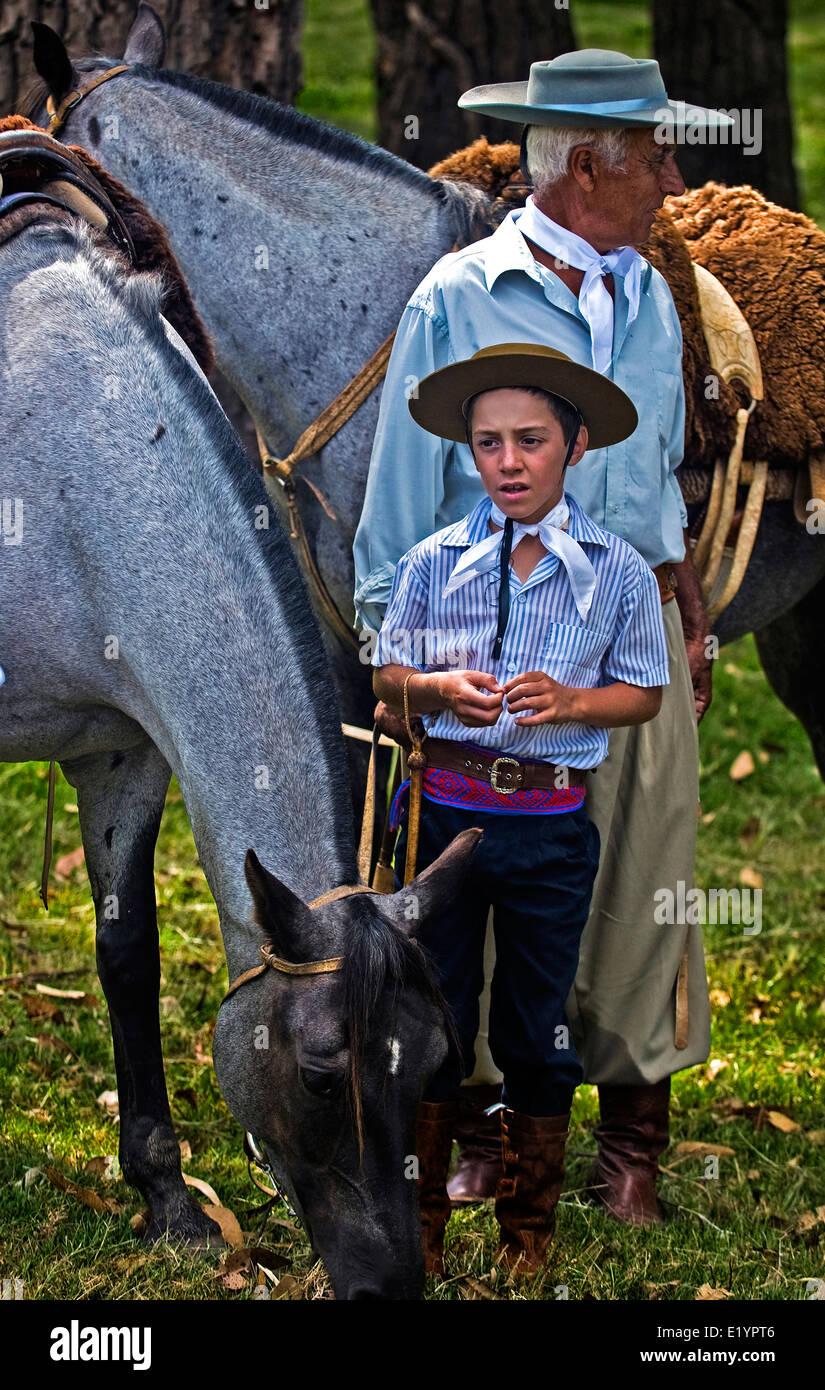 """Los participantes en el festival anual """"Patria Gaucha"""" en Tacuarembó, Uruguay. Imagen De Stock"""