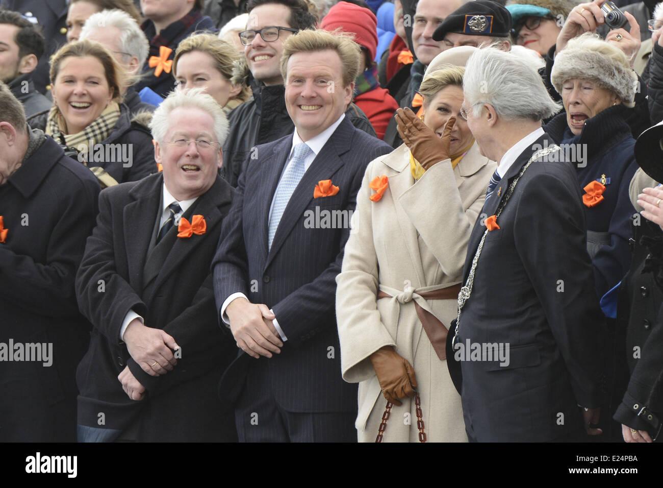 El rey Guillermo Alejandro de los Países Bajos, la Reina de los Países Bajos Maxima asistiendo a una reconstitución Imagen De Stock
