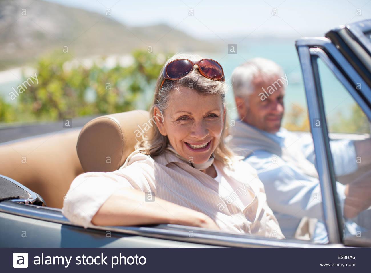 Par la conducción en convertible Imagen De Stock
