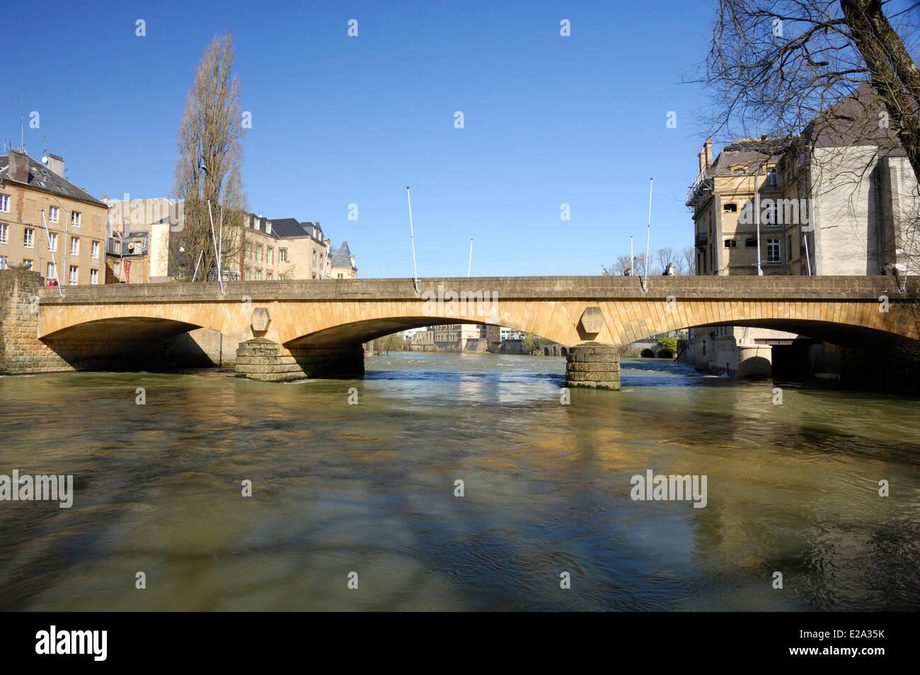 Francia, Ardenas, sedán, el puente del río Mosa, en el centro de Sedan Imagen De Stock