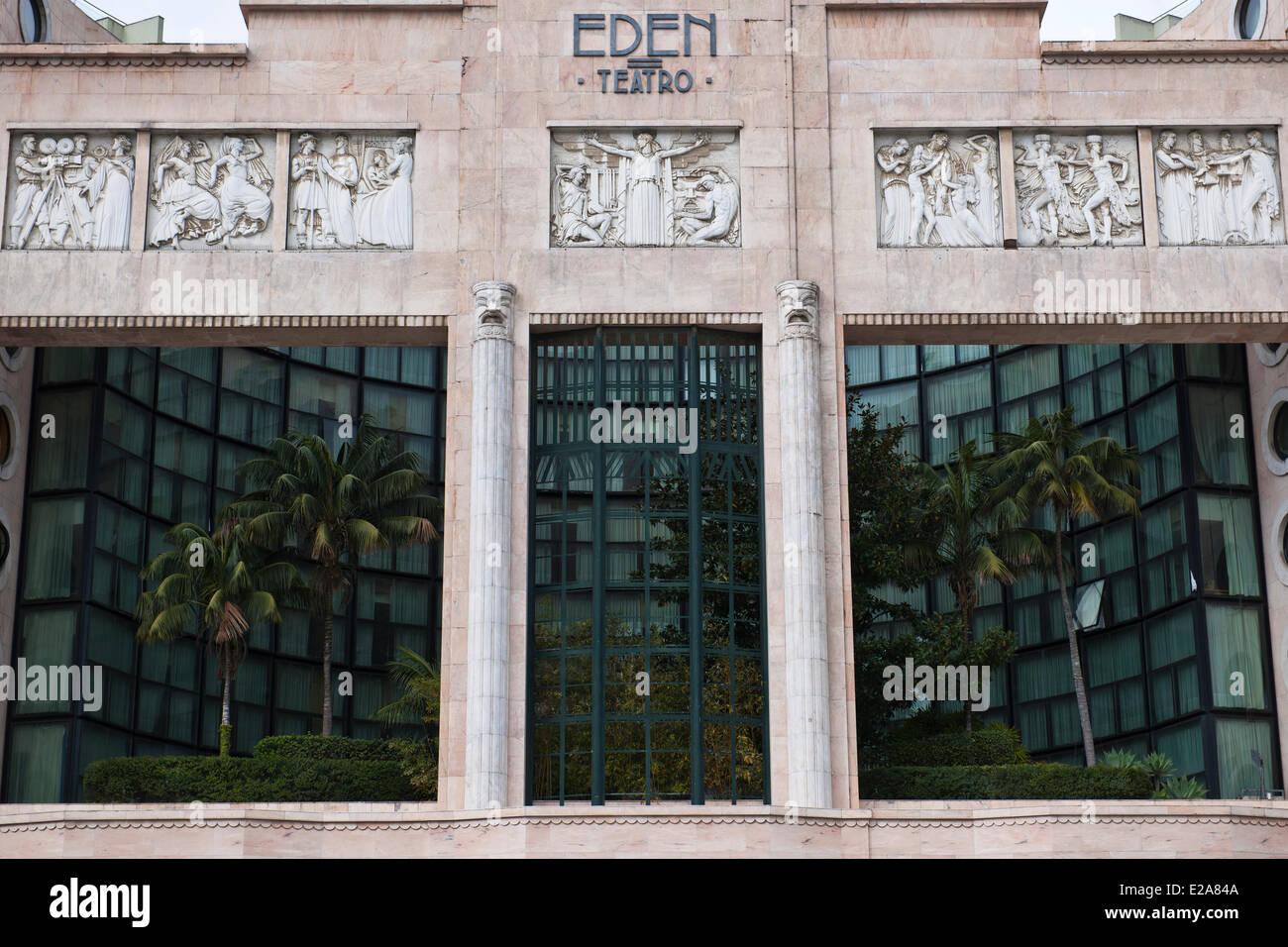Portugal, Lisboa, el Teatro Eden y su imponente fachada de Praça dos Restauradores, por el arquitecto Cassiano Branco Foto de stock