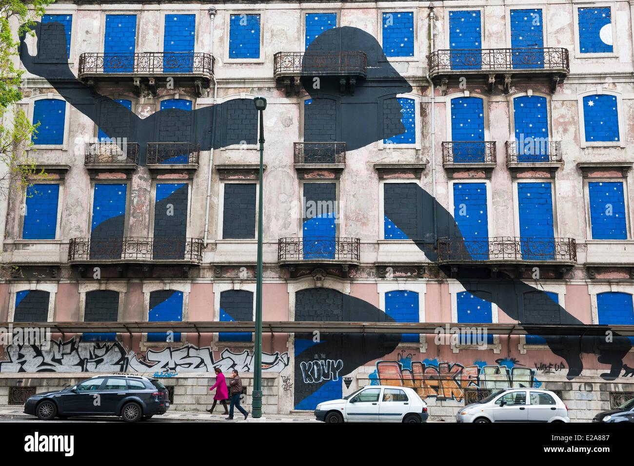Portugal, Lisboa, el artista italiano BLU se unió con la bresilian Os Gemeos para materializar un gigantesco Imagen De Stock