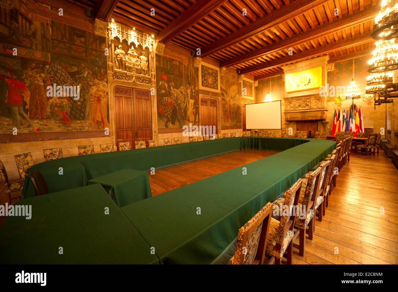 Francia, Nord, Douai, el gran salón de recepciones del Ayuntamiento adjunta a la espadaña Medevial Imagen De Stock