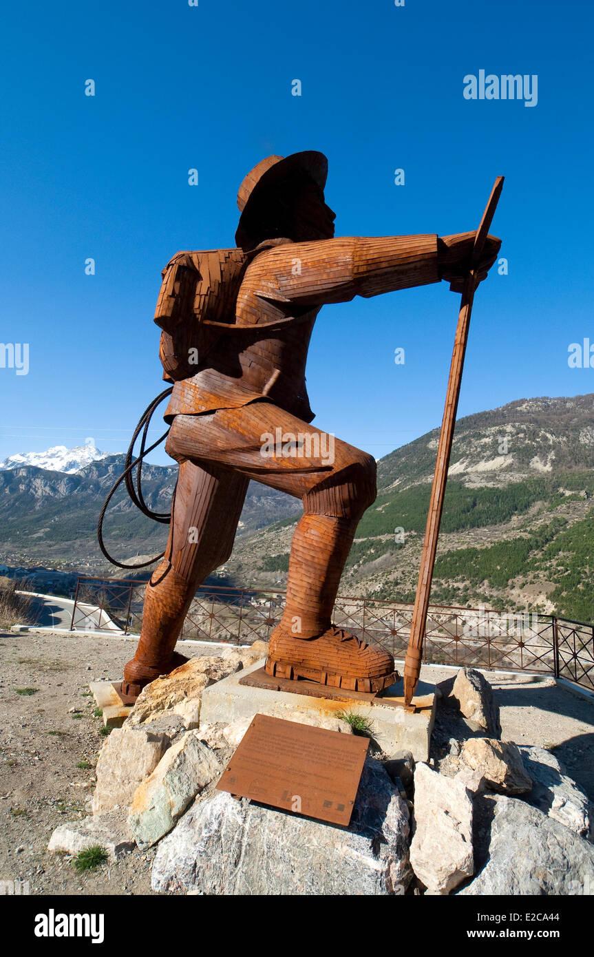 Francia, Hautes Alpes, Briancon, metáfora de la conquista de los Alpes, el alpinista Edward Whymper mirando el Barre Foto de stock