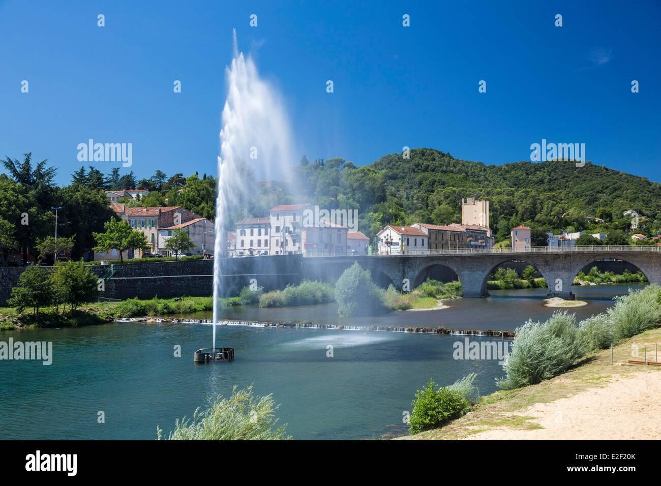 Francia, Gard, Ales, chorro de agua sobre el Gardon Imagen De Stock
