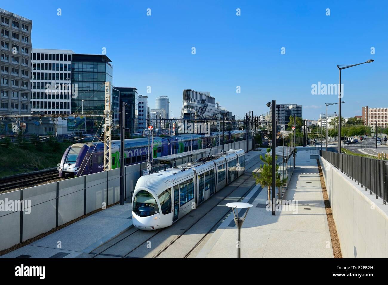 Francia, Ródano, Lyon, la fabricación - Montluc parada de tranvía de la línea 4 Imagen De Stock