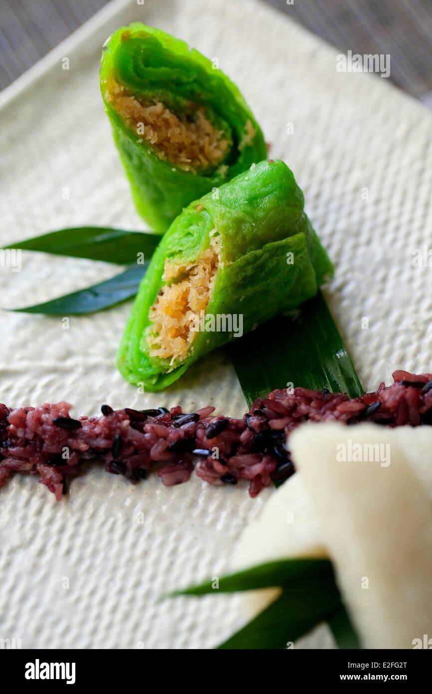 Indonesia, Bali, Seminyak, Karma Azul Hotel, local tortitas de coco puré de revestimiento Imagen De Stock