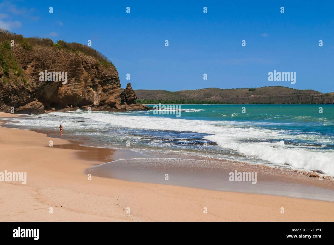 Francia, Nueva Caledonia, Grande Terre, la costa oeste, región de Bourail Bourail, playa y roca Foto de stock