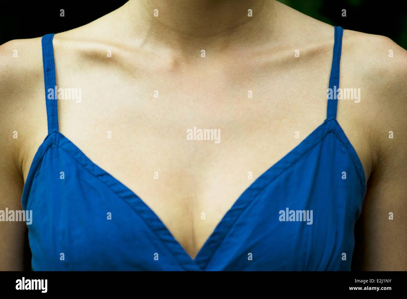 Cerca del pecho de la mujer Imagen De Stock