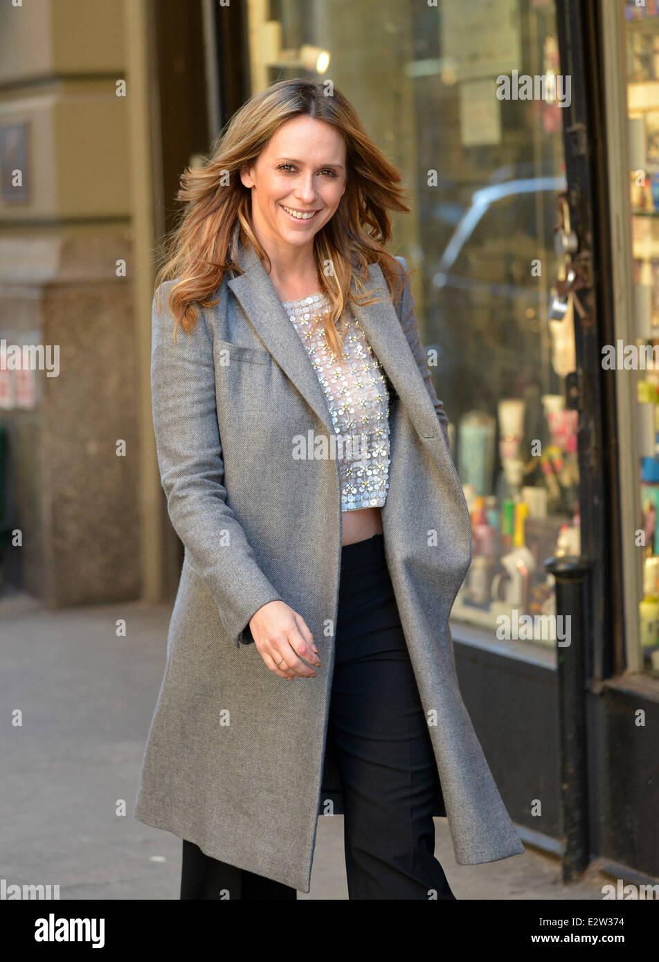 Jennifer Love Hewitt Desnuda Su Diafragma En Un Frío Día En