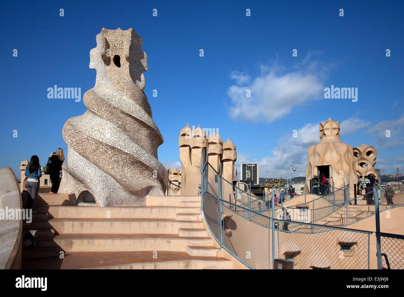 Terraza Bruja Abstracto Chimeneas De La Casa Milà O La