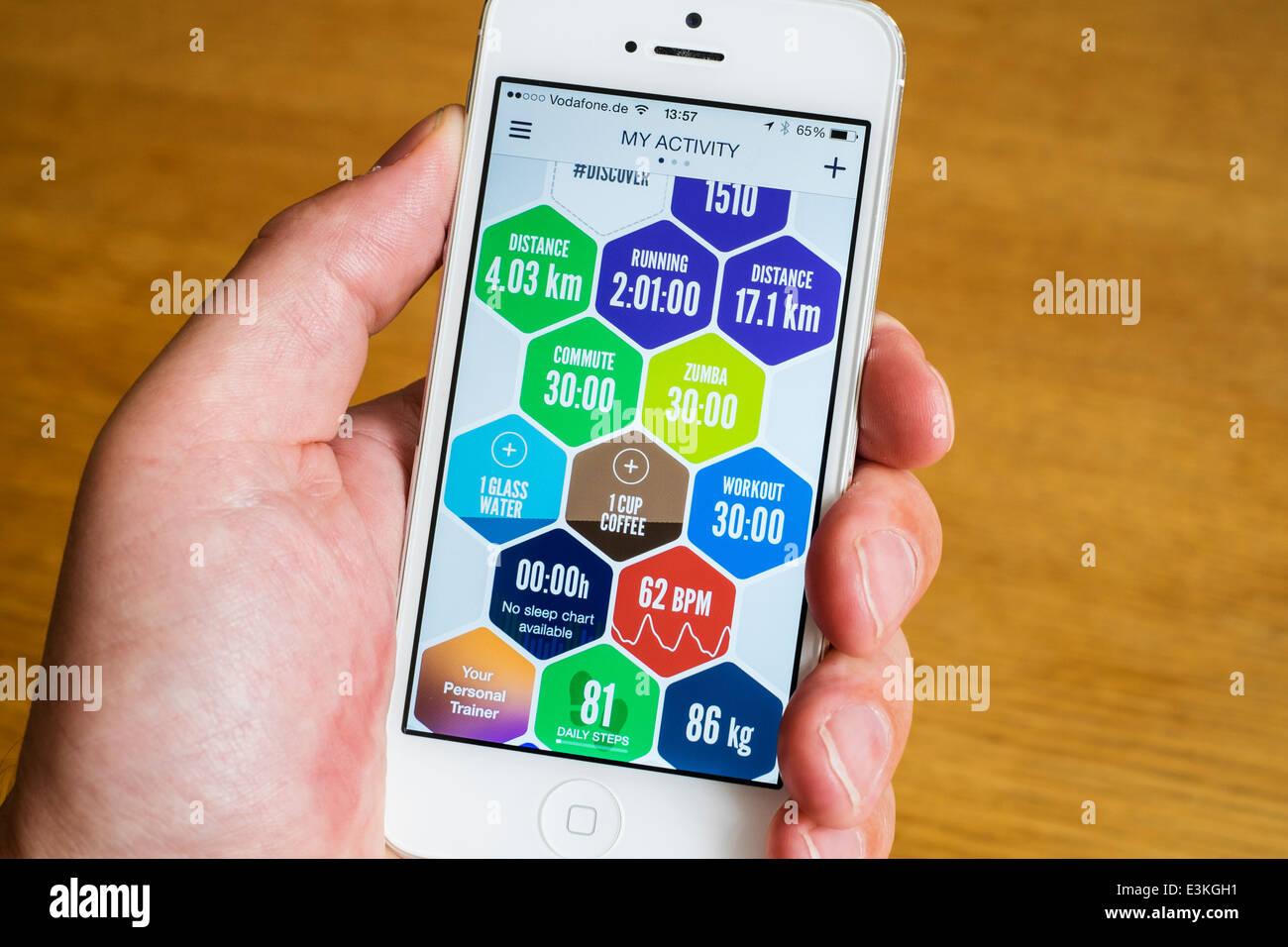 Detalle de deporte y salud datos de la actividad registrada por la salud y el fitness app en el iphone teléfonos Imagen De Stock