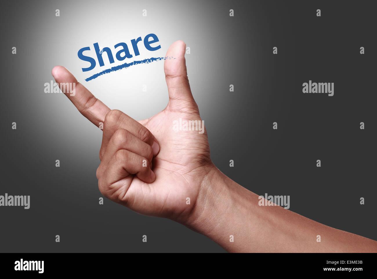 La mano mostrando el icono compartir Imagen De Stock