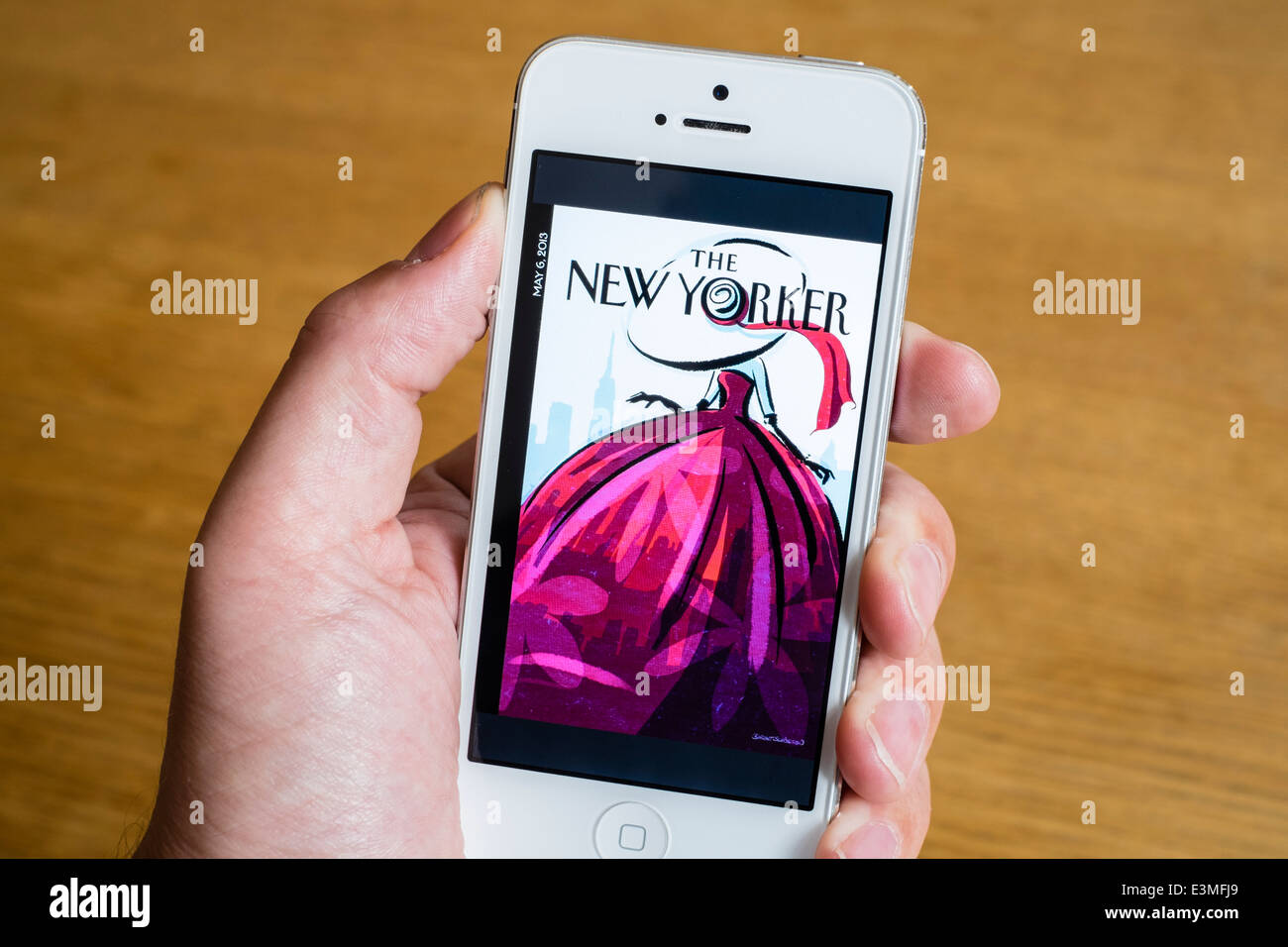 Detalle del New Yorker mobile online app en el iPhone teléfonos inteligentes. Imagen De Stock