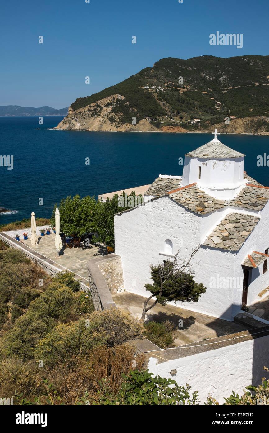 Pequeña Iglesia Griega Encaladas Y La Terraza De La