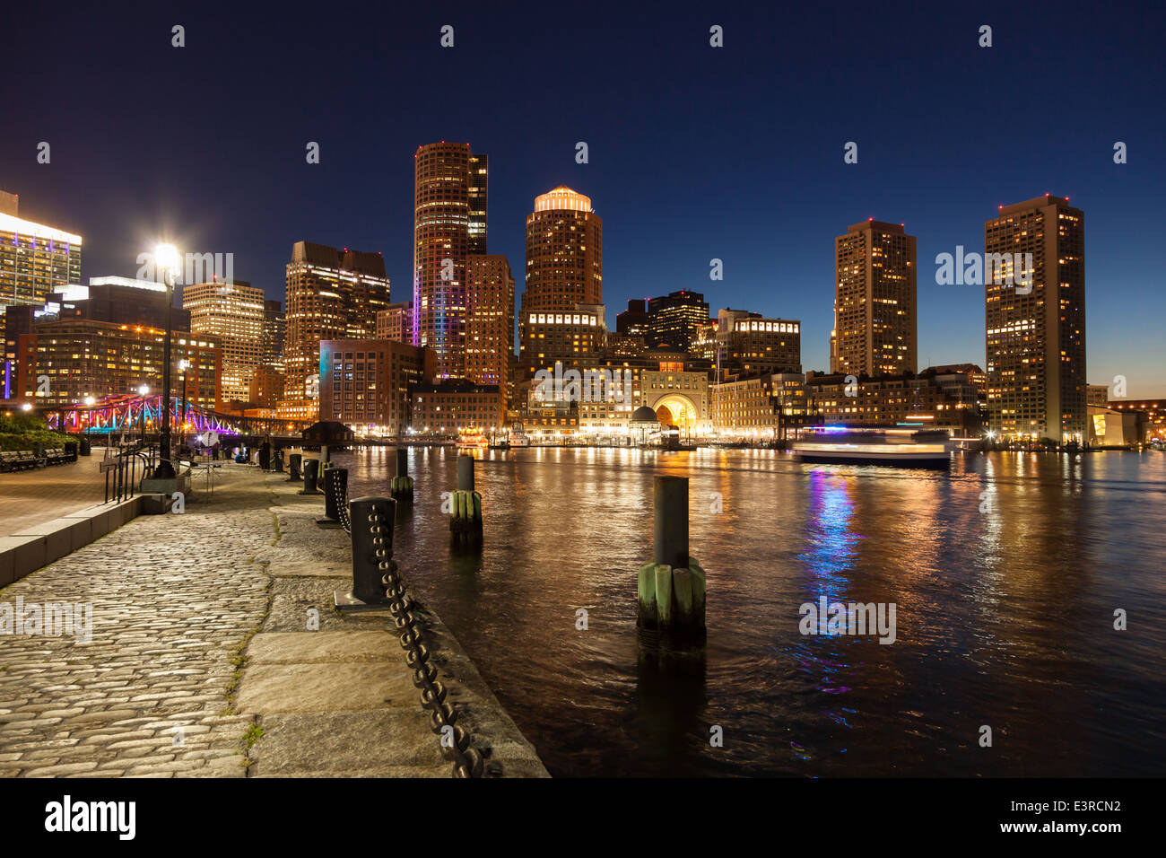 Horizonte de Boston por la noche - Massachusetts - ESTADOS UNIDOS Imagen De Stock