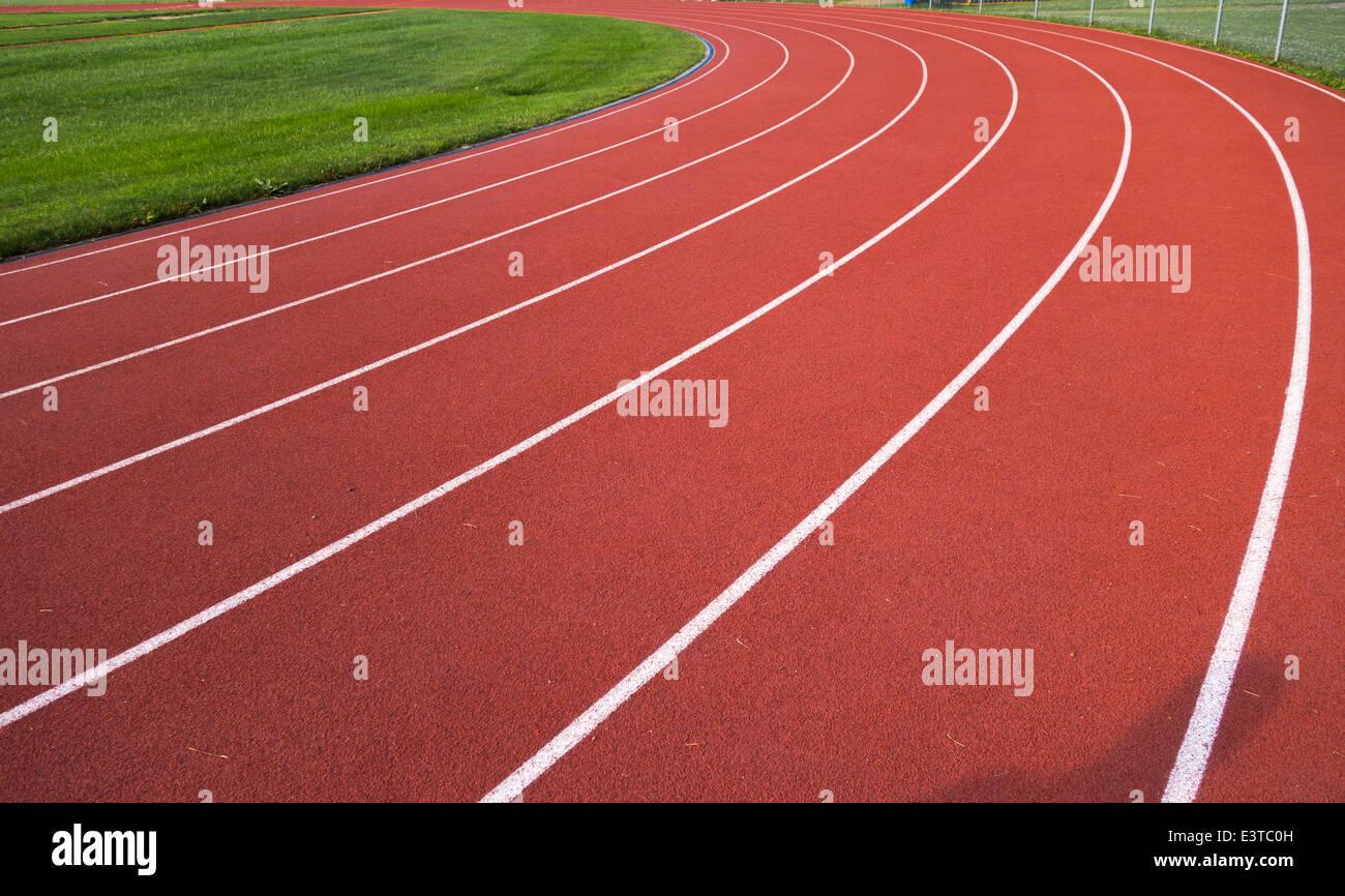 Las marcas y flechas sobre una pista de atletismo, Pittsburgh, Pennsylvania. Imagen De Stock