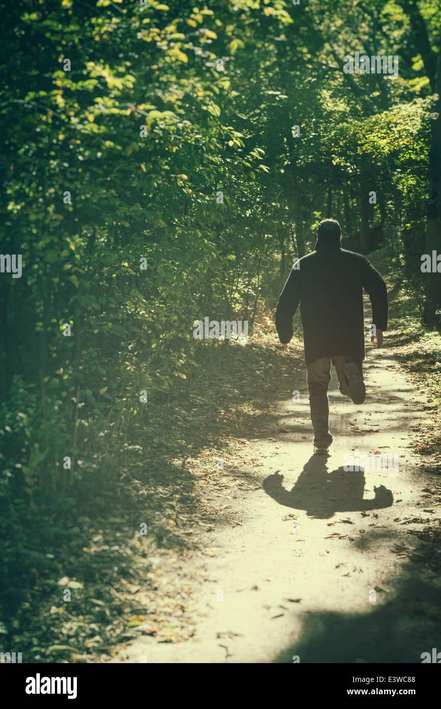 Hombre corriendo lejos Imagen De Stock