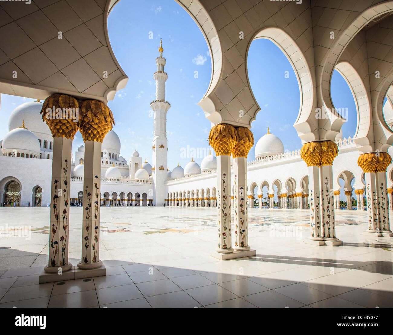 Columnas ornamentadas de la Gran Mezquita de Sheikh Zayed, Abu Dhabi, Emiratos Arabes Unidos Imagen De Stock
