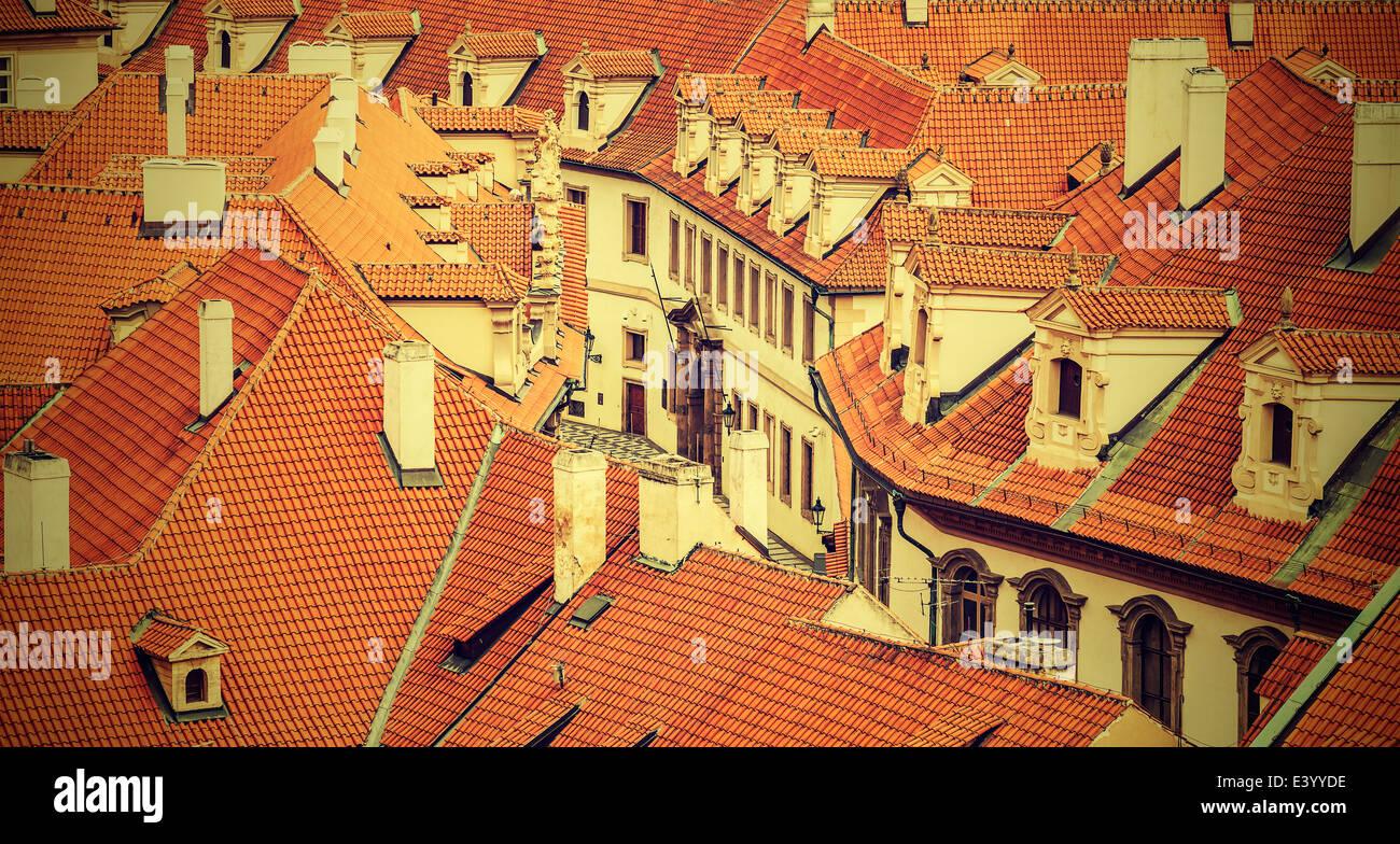 Los tejados de Praga, vintage estilo retro. Imagen De Stock