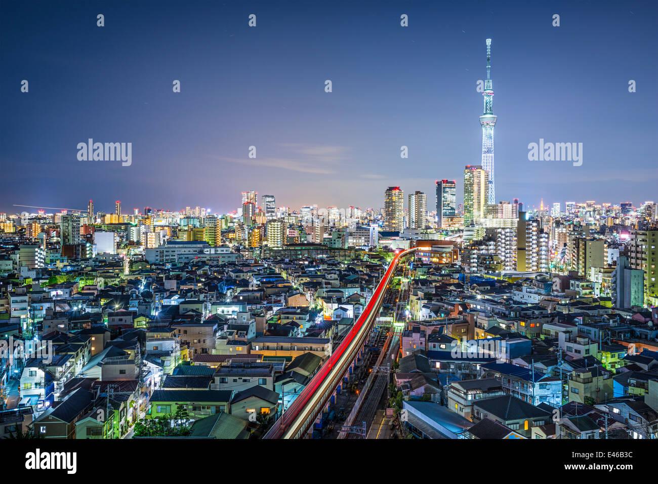 Tokio, Japón, el paisaje urbano con la Skytree. Imagen De Stock