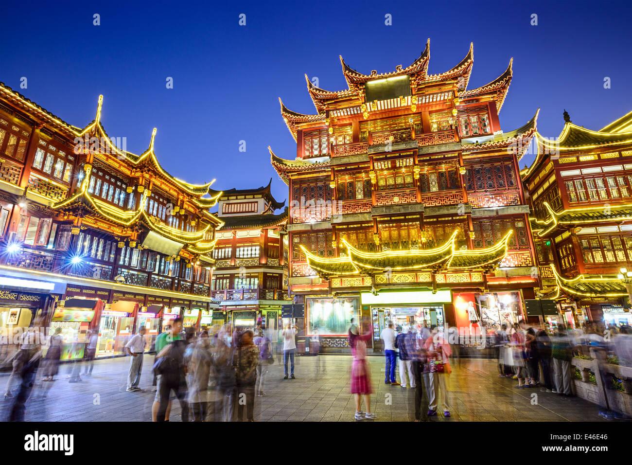 Shanghai, China en el Distrito Jardín Yuyuan. Imagen De Stock