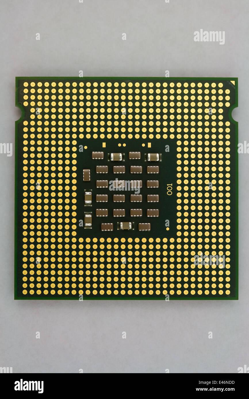 Contactos de oro en equipo moderno procesador - Closeup Imagen De Stock