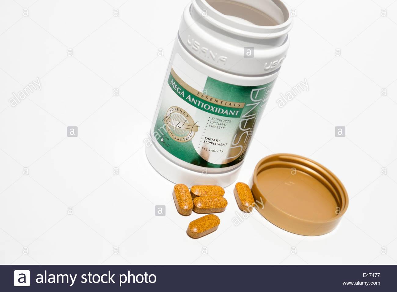 Las tabletas de la marca mega antioxidante Usana en la mesa Imagen De Stock