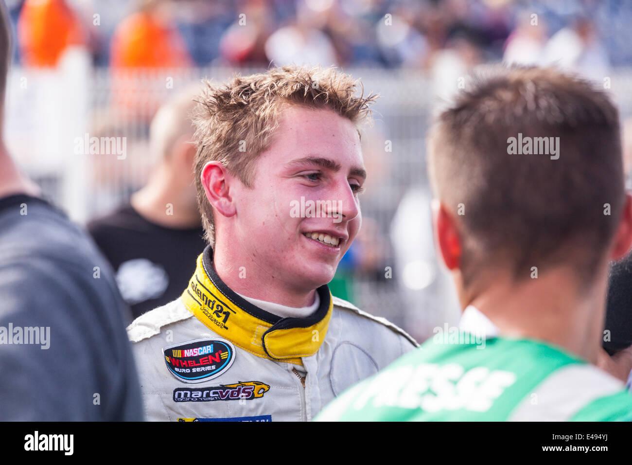 Tours, Francia. 06 de julio de 2014. Denis Dupont después de ganar la Serie NASCAR Whelen Euro Speedway Tours, Imagen De Stock