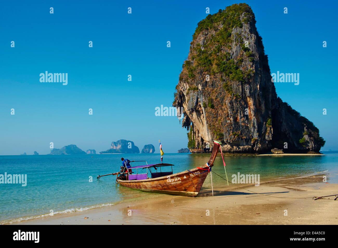 De la Bahía de Ao Phra Nang, PLAYA RAILAY, Hat Tham Phra Nang Beach, de la provincia de Krabi, Tailandia, el sudeste Foto de stock