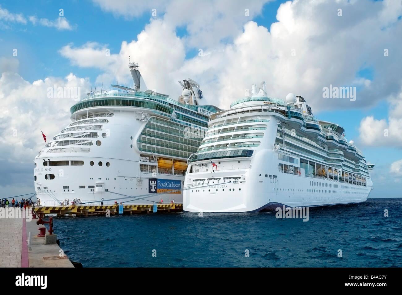 Royal Caribbean Cruceros Cozumel México la brillantez de los mares Imagen  De Stock 4b01ffb234ad