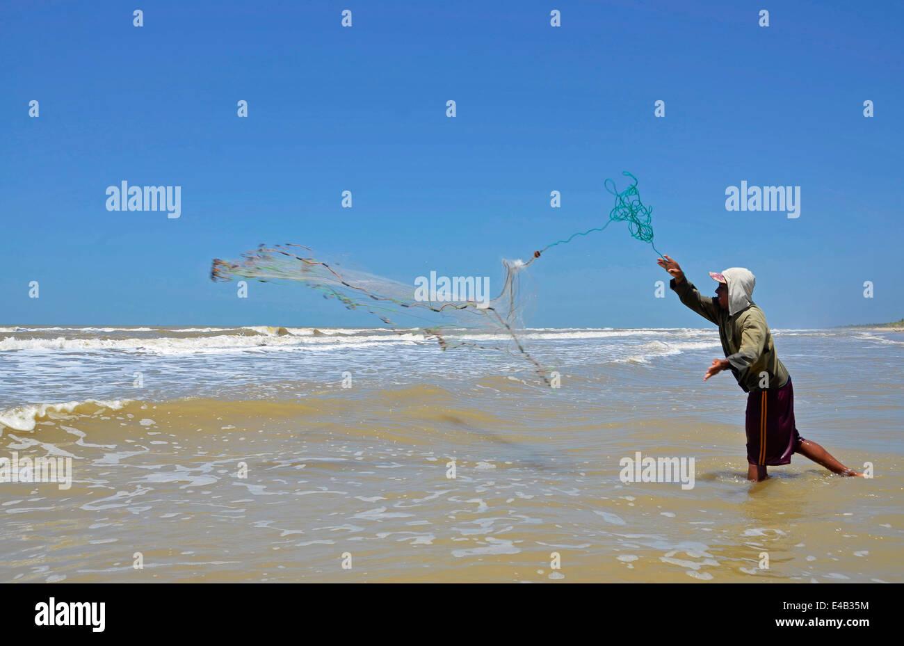 Los Pescadores Artesanales En La Playa En El Parque Nacional Laguna