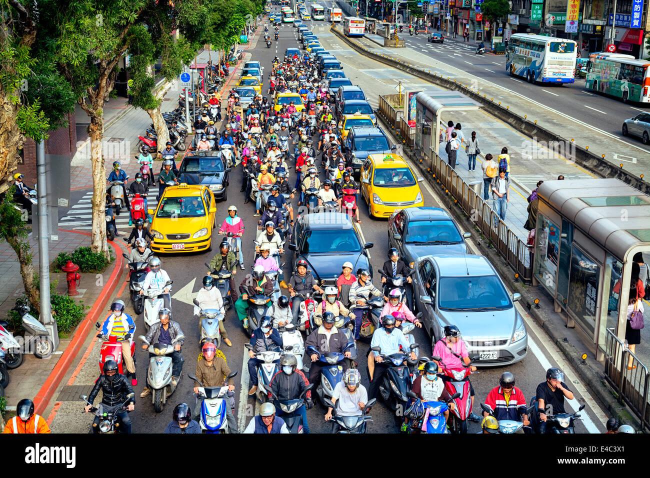 La hora punta de la mañana en Taipei. Imagen De Stock