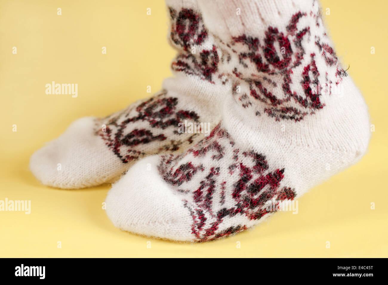 Pies calcetines de lana de lana tejidos cálidos ornamento patrón ...